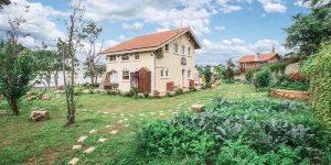 Villa Đà Lạt D069 - Khuôn viên sân vườn xanh
